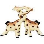 """Novelty Kissing Giraffes Shakers 3.5"""" Handpainted Ceramic Collectible (1)"""